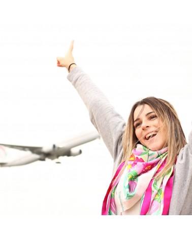 Foulard Balte et jeune fille à l'aéroport